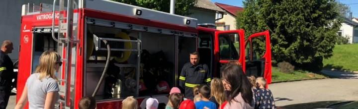 Pokazna vježba u Dječjem vrtiću Leptirići Zebanec Selo. Evakuacija, spašavanje djece i djelatnika te gašenje požara.
